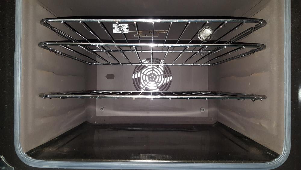 """alt=""""Zanussi ZCV46250WA cooker main oven view"""""""